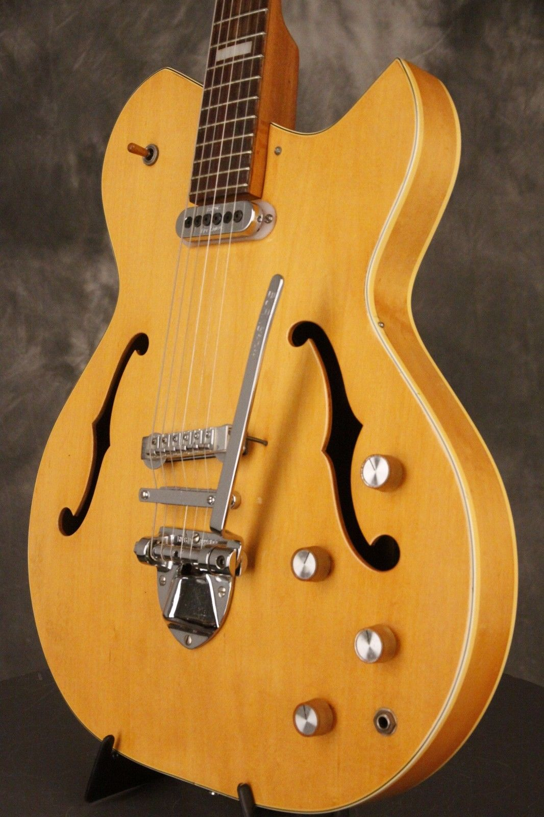 Baldwin 600 series guitar